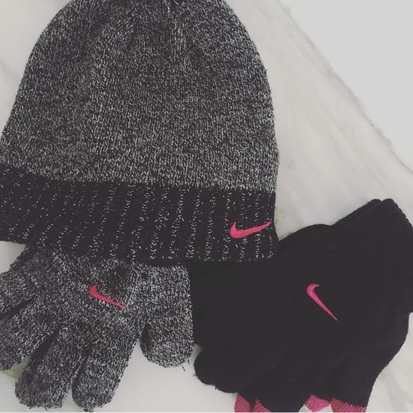 05cfc4edde6 Nike Hat   Glove Set. M 5c4233a73e0caade3a8ea361